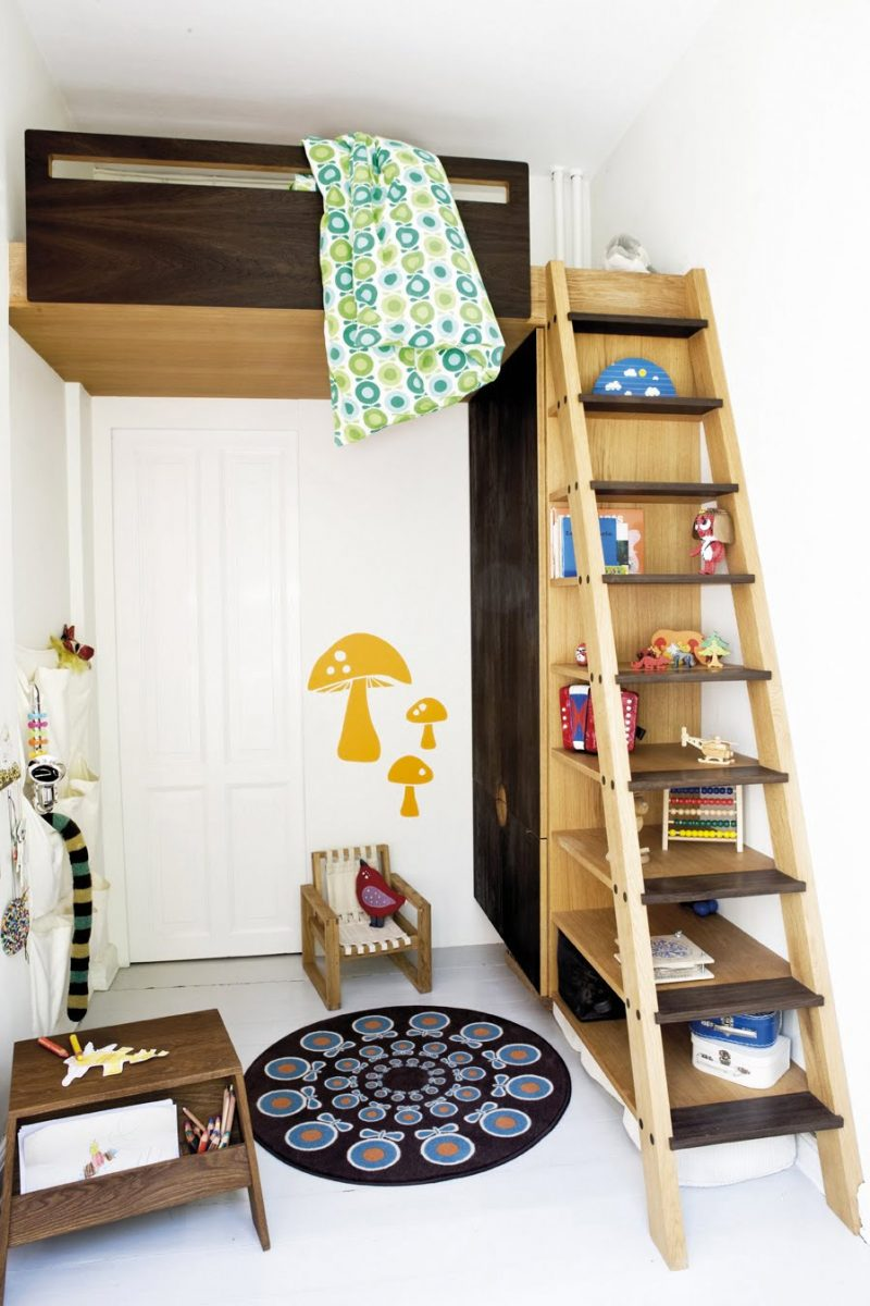 Lit en mezzanine dans une chambre d'enfant