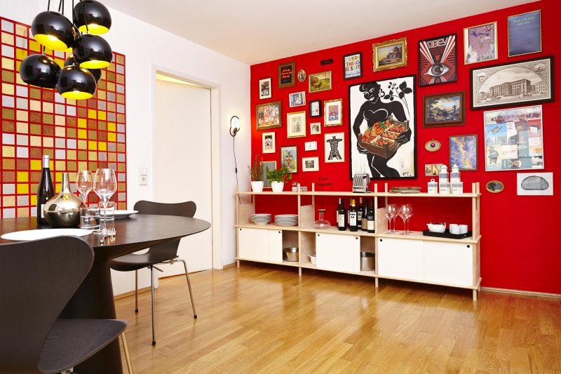 Déco avec mur rouge