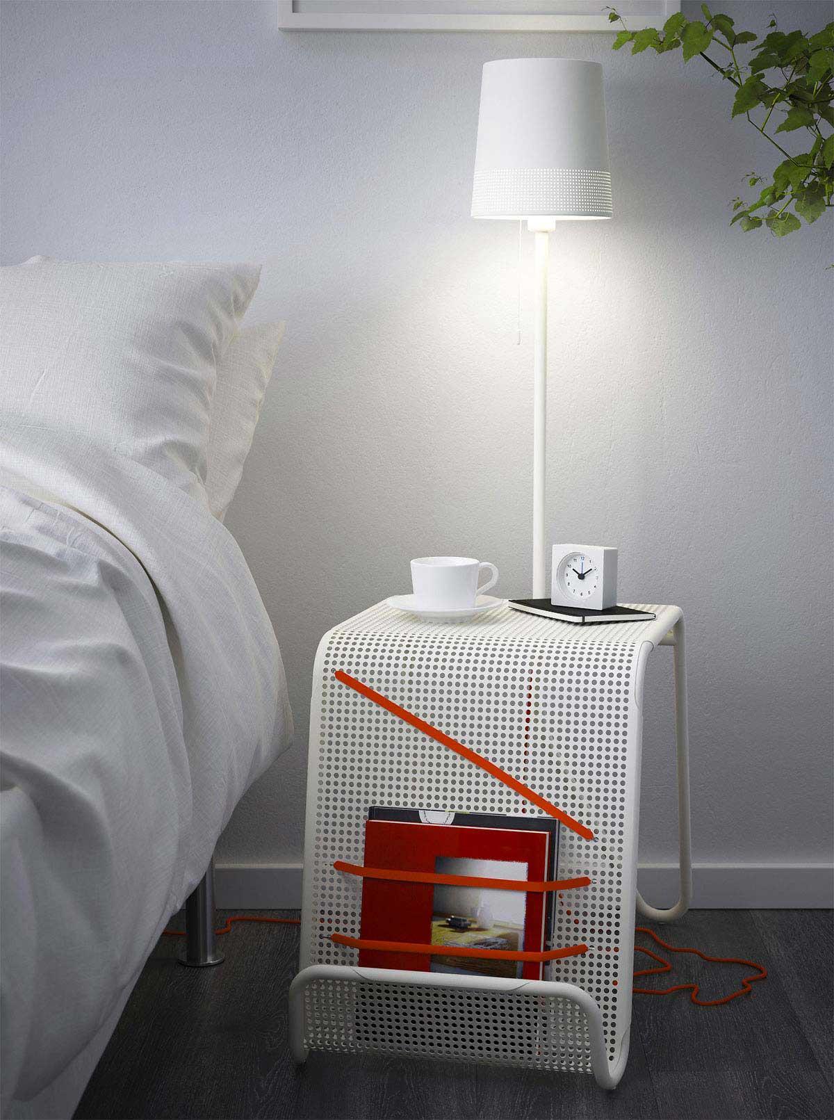 table de chevet ikea avec lampe