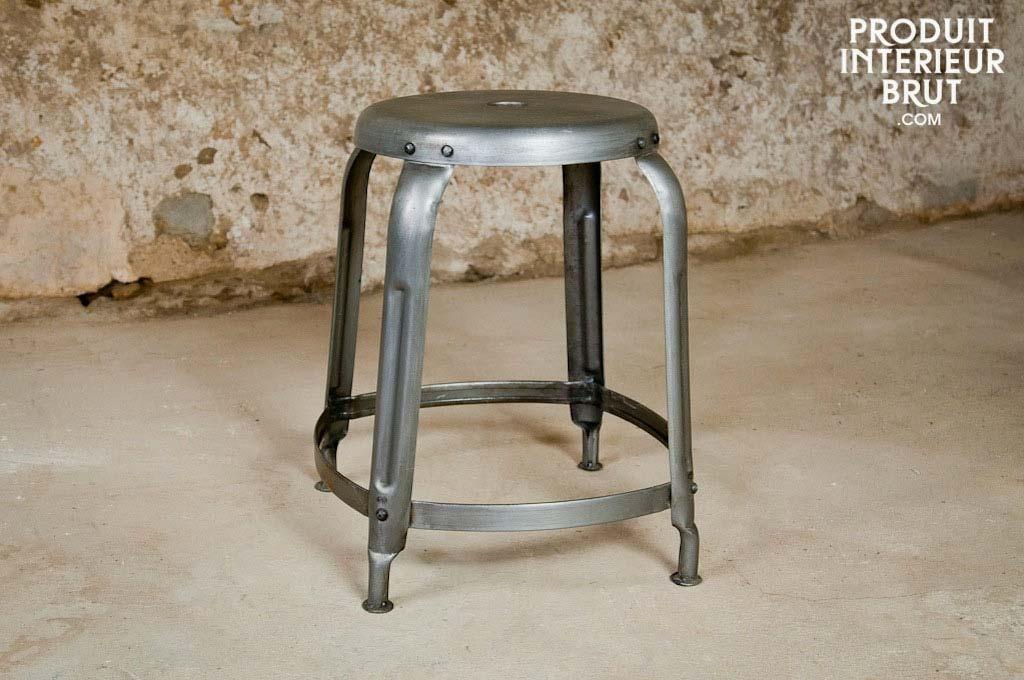 tabouret industriel en table de nuit. Black Bedroom Furniture Sets. Home Design Ideas