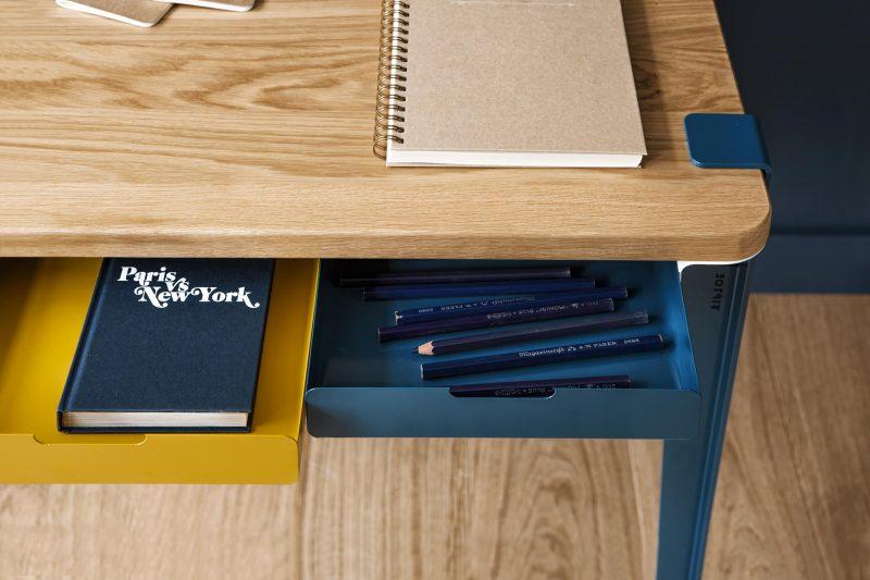 Bureau jaune et bleu