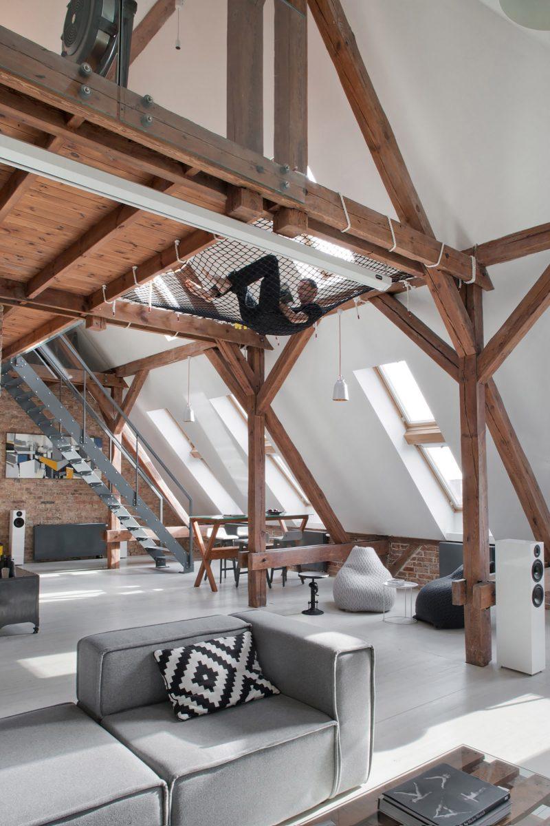 combles am nag s en loft pozna. Black Bedroom Furniture Sets. Home Design Ideas