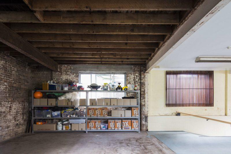 Loft dans un ancien entrep t sydney for Garage automobile roubaix