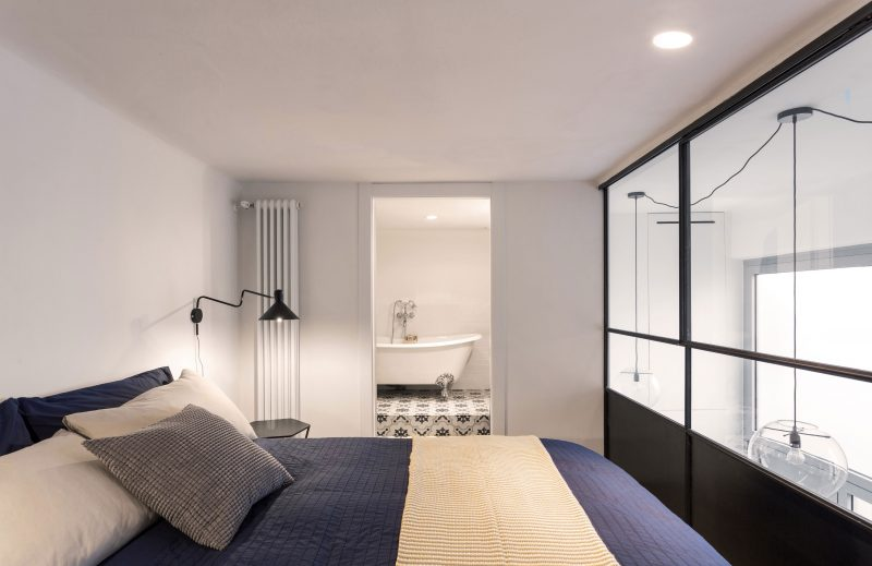 Chambre sur mezzanine avec verrière