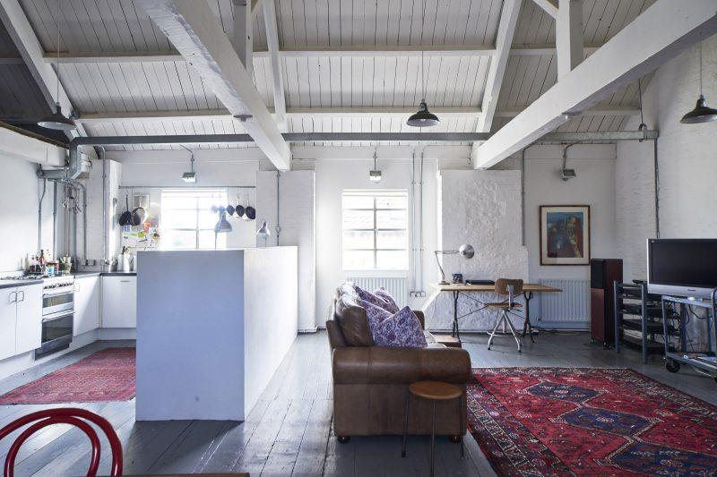 Loft avec parquet gris