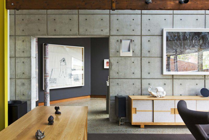 Loft avec mur en beton
