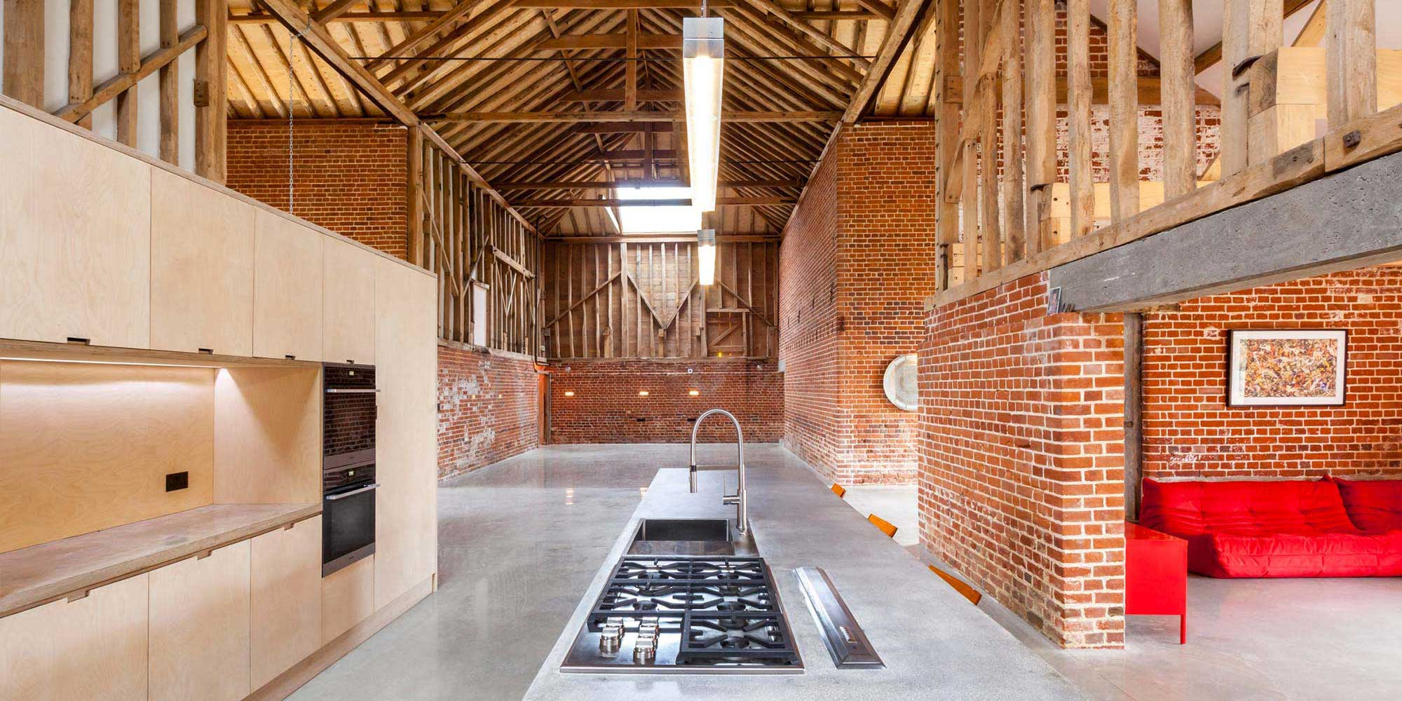 loft dans une grange par david nossiter architects. Black Bedroom Furniture Sets. Home Design Ideas
