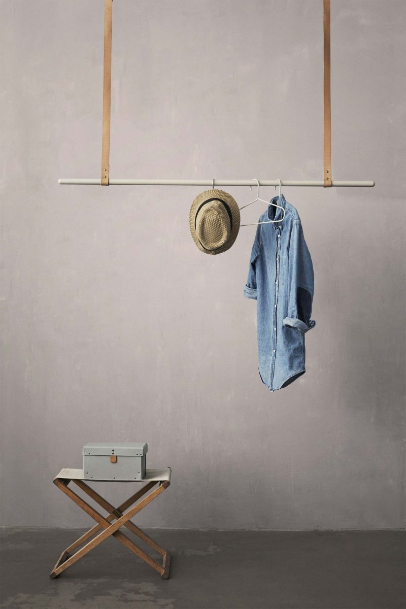 Portant barre suspendue par Ferm Living