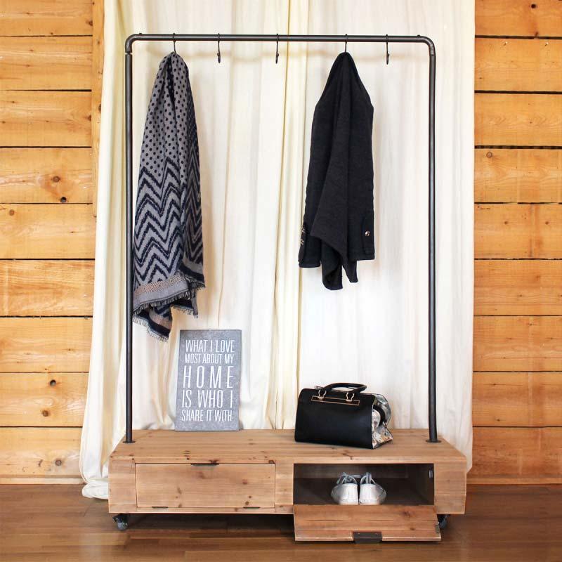 portant en bois et m tal pour d co industrielle. Black Bedroom Furniture Sets. Home Design Ideas