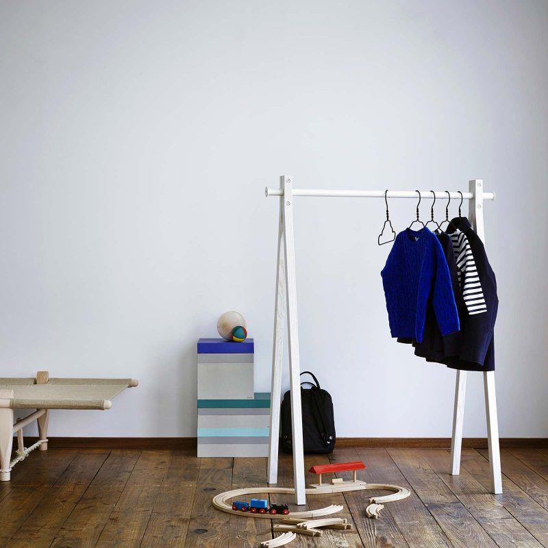 Portant à vêtements bas pour chambre d'enfant