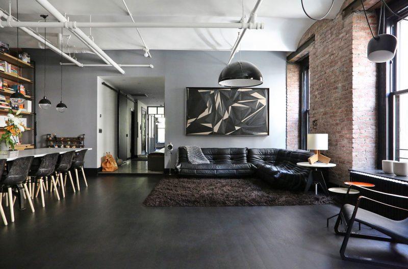 Parquet noir avec murs en briques