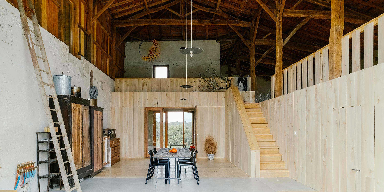 Loft dans une ancienne ferme par Atelier Boteko