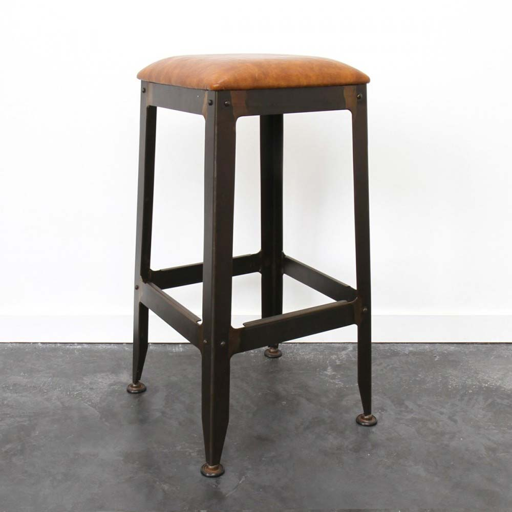 tabouret de bar industriel avec assise en cuir. Black Bedroom Furniture Sets. Home Design Ideas