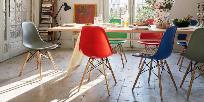 Chaises Eames dans une salle à manger