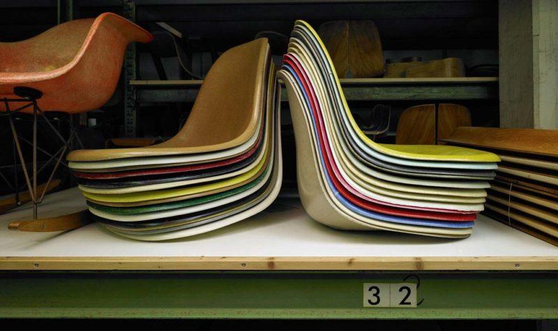 Coque de chaise Eames vintage en fibre de verre