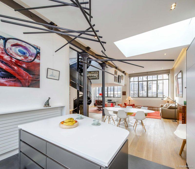 Loft avec cuisine ouverte