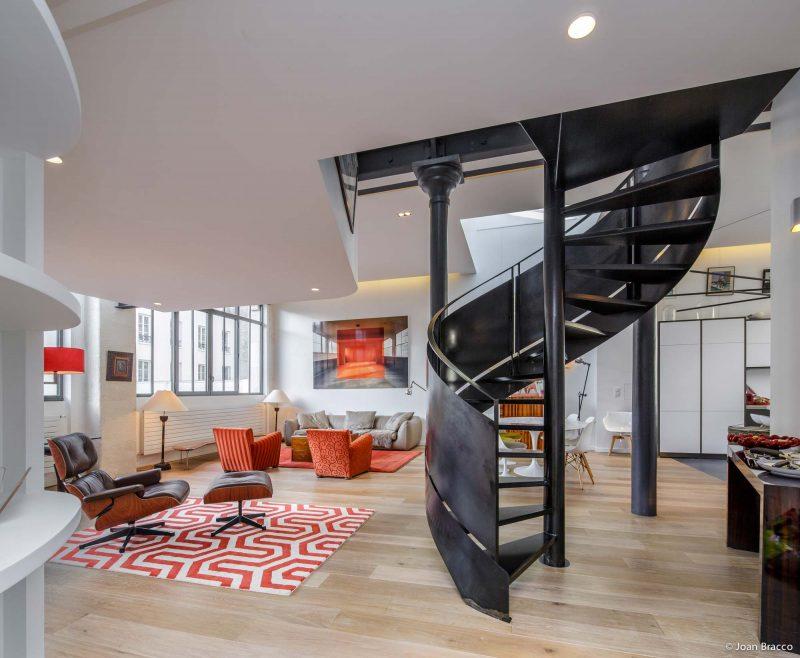 Escalier hélicoïdal en métal style industriel