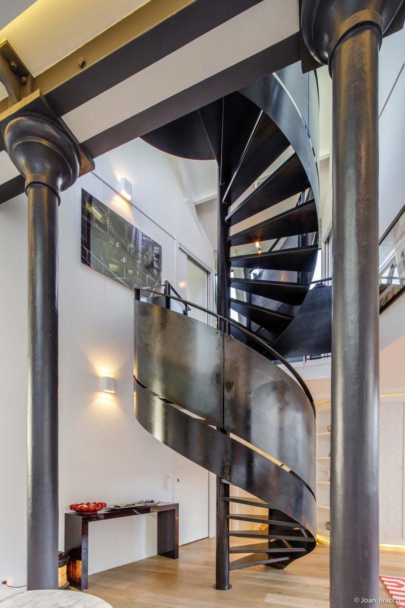 Escalier hélicoïdal en métal à Paris