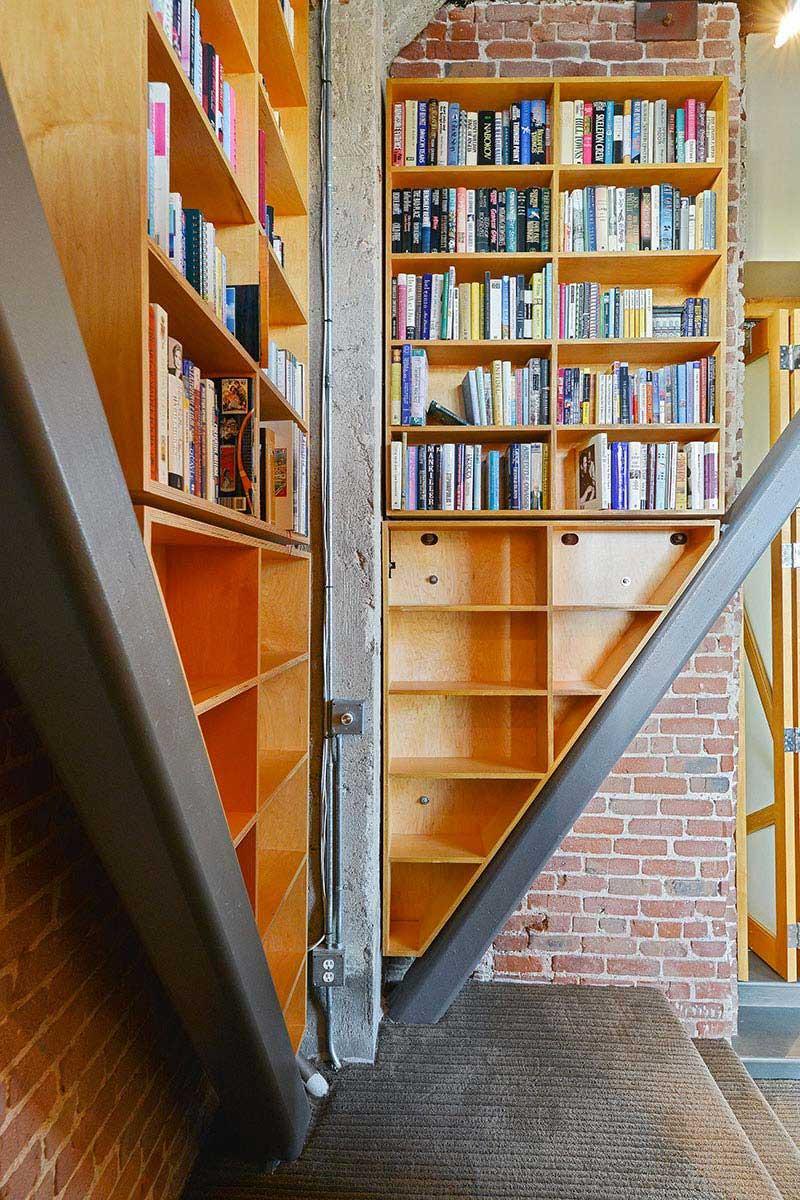 Bibliothèque sur mesure en triangle