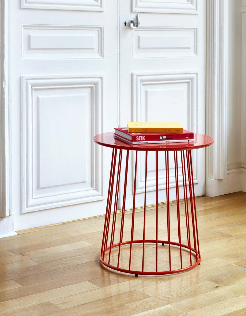 Table d'appoint en métal rouge