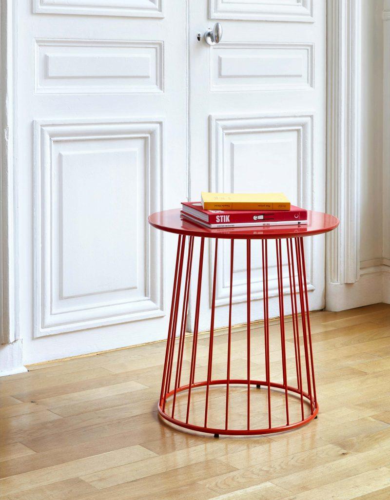 Table d'appoint en métal rouge
