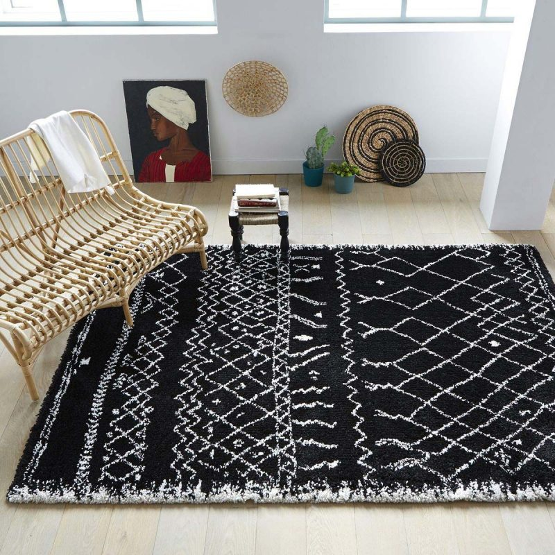 14 id es d co de tapis berb re - Tapis salon noir et blanc ...