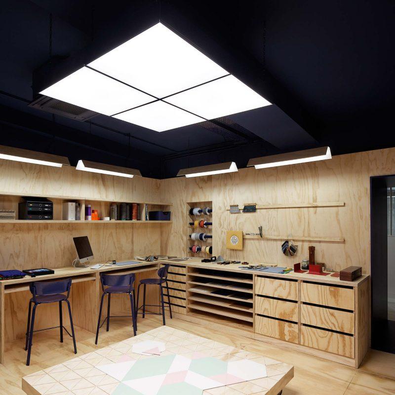 Atelier tarkett paris : mur habillé de bois