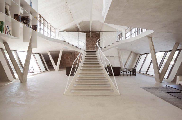 Escalier en béton dans un loft