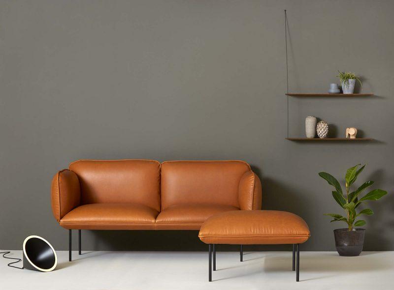 Canapé en cuir marron design par Woud