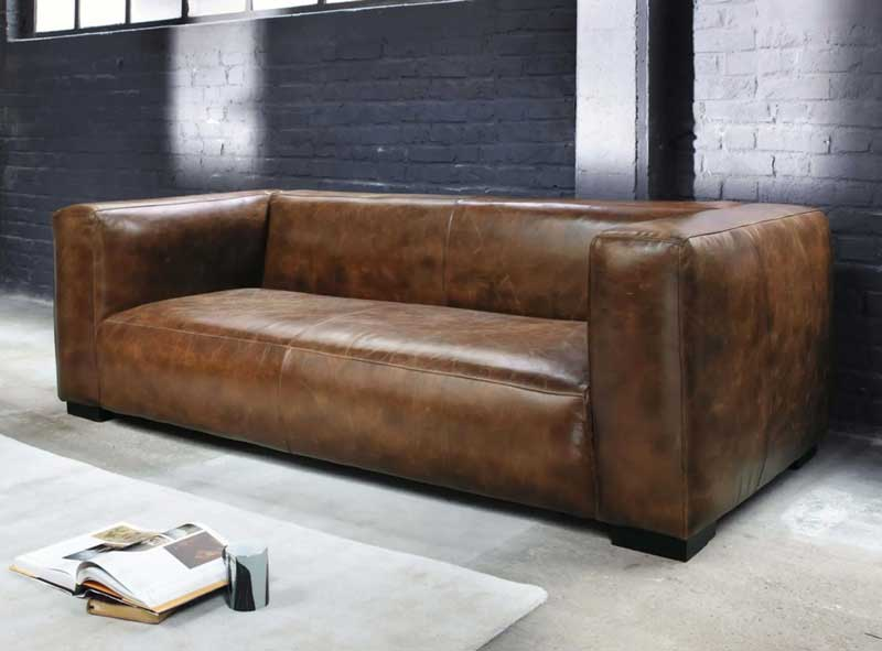 Canapé en cuir marron avec des petits pieds
