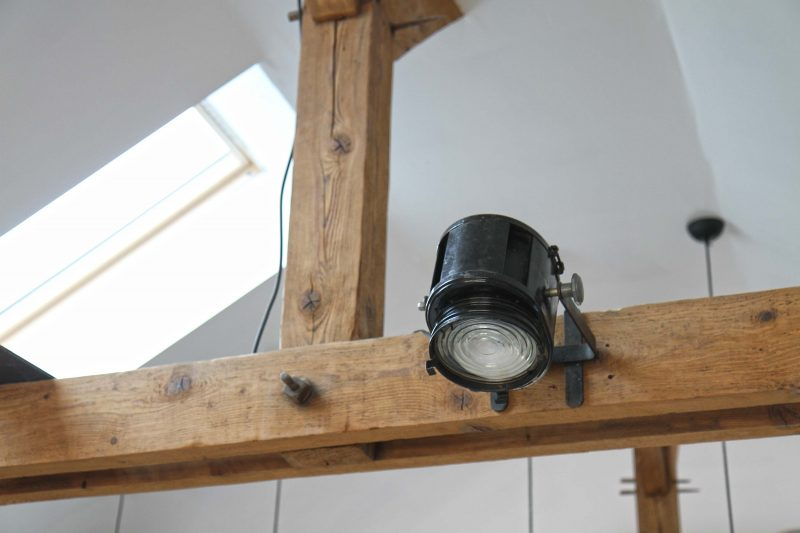 Loft avec poutres en bois