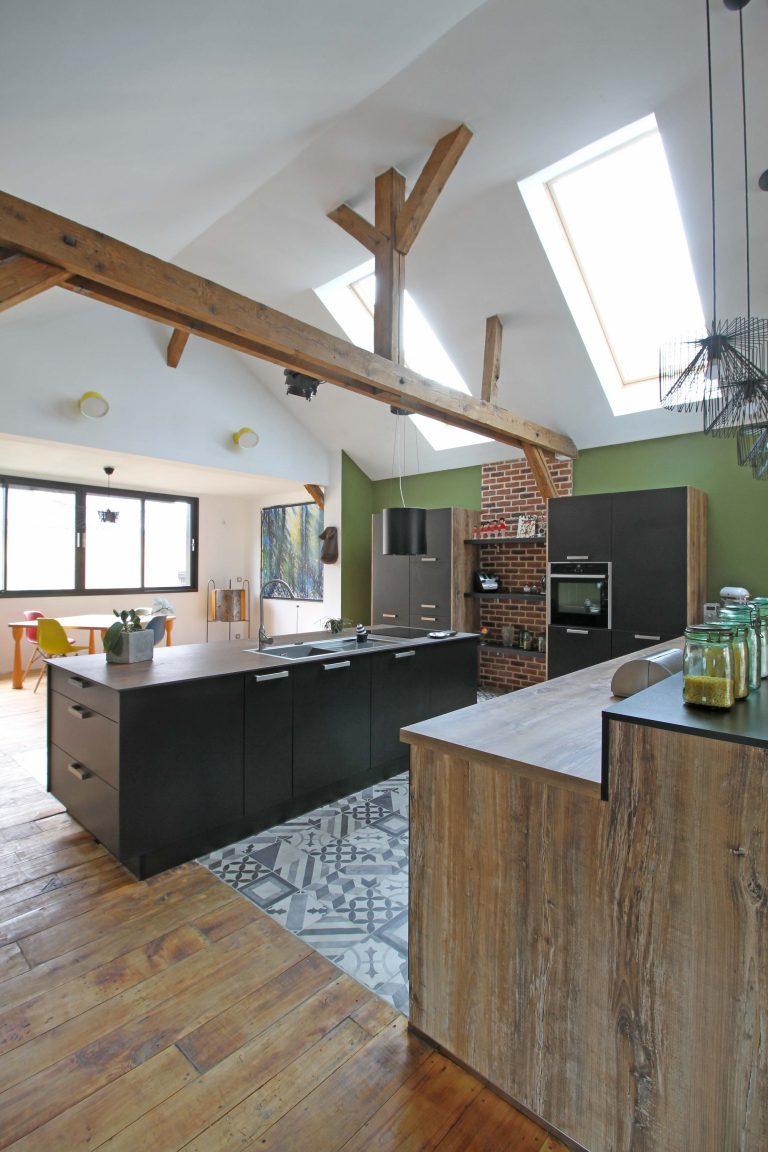 cuisine ixina dans un loft. Black Bedroom Furniture Sets. Home Design Ideas