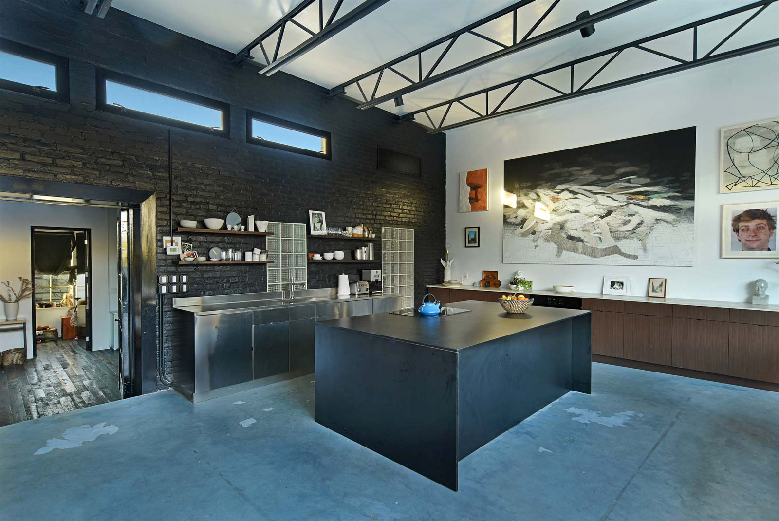 cuisine en m tal avec lot central. Black Bedroom Furniture Sets. Home Design Ideas