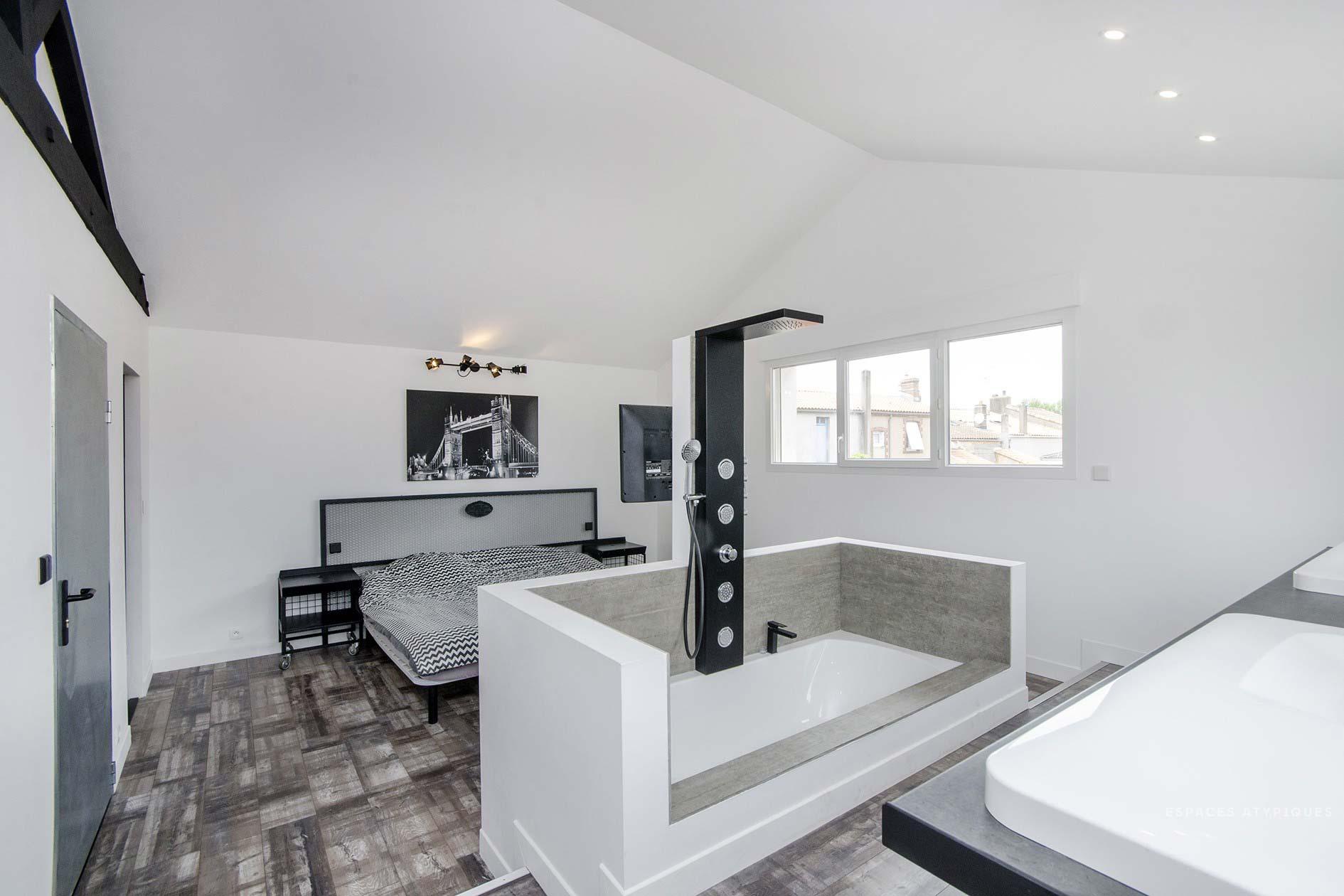 chambre avec salle de bains ouverte. Black Bedroom Furniture Sets. Home Design Ideas