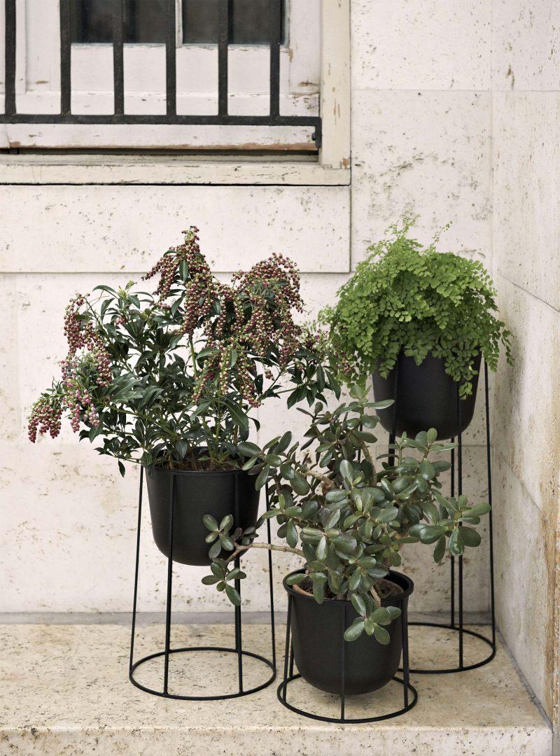 Support pour pot de plante design par Menu