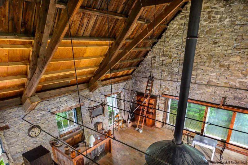 Loft dans une eglise en pierre