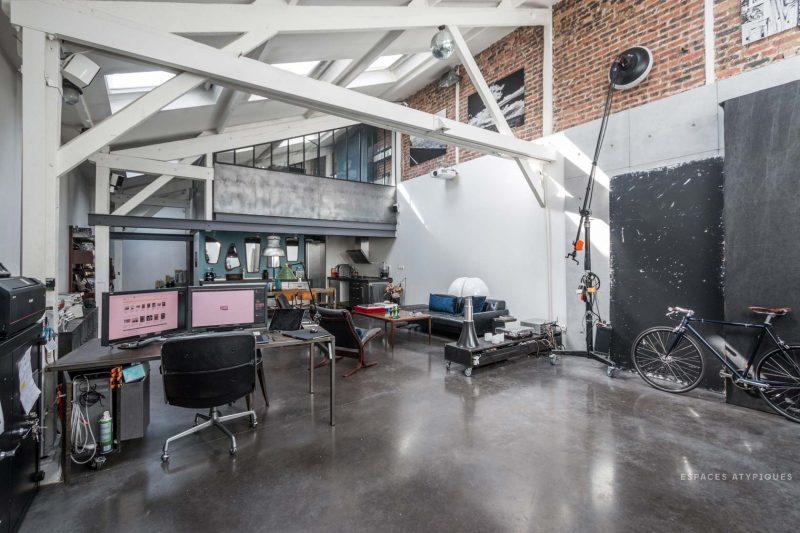 Loft avec bureau ouvert