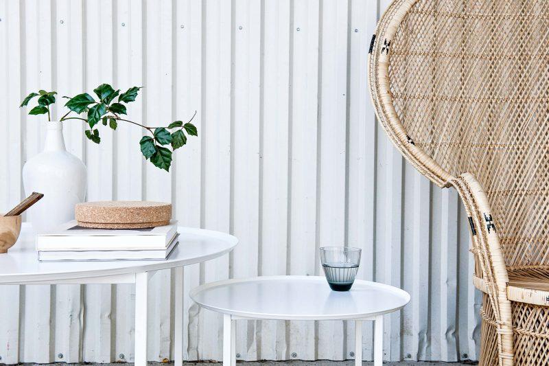 Table basse ronde en métal blanc