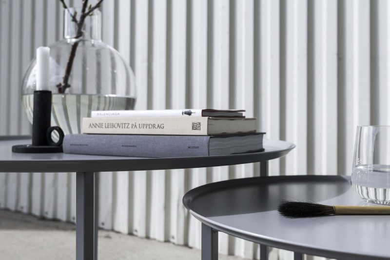 Table basse ronde en métal gris