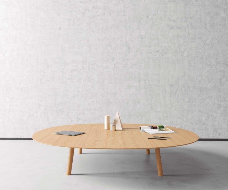 Grande table basse ronde en bois viccarbe
