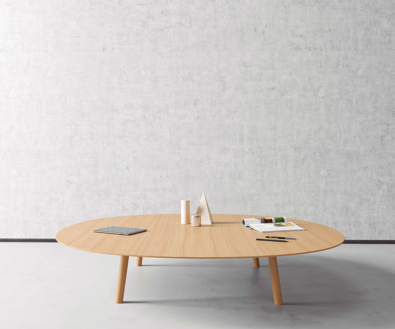 grande table basse ronde en bois viccarbe. Black Bedroom Furniture Sets. Home Design Ideas