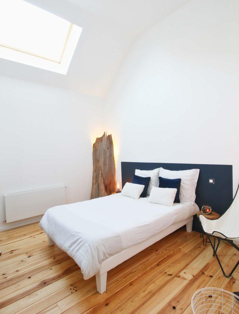 Chambre avec plancher en pin des landes