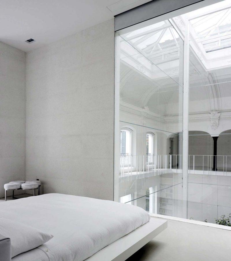 Chambre blanche dans un loft