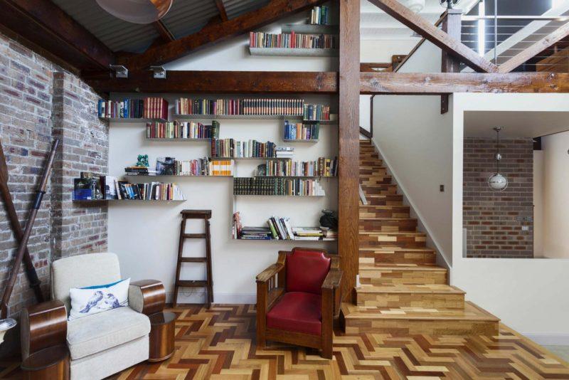 Sol en bois marqueté dans un loft