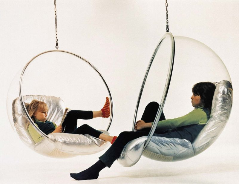 Fauteuil suspendu bulle Bubble chair par Eero aarnio