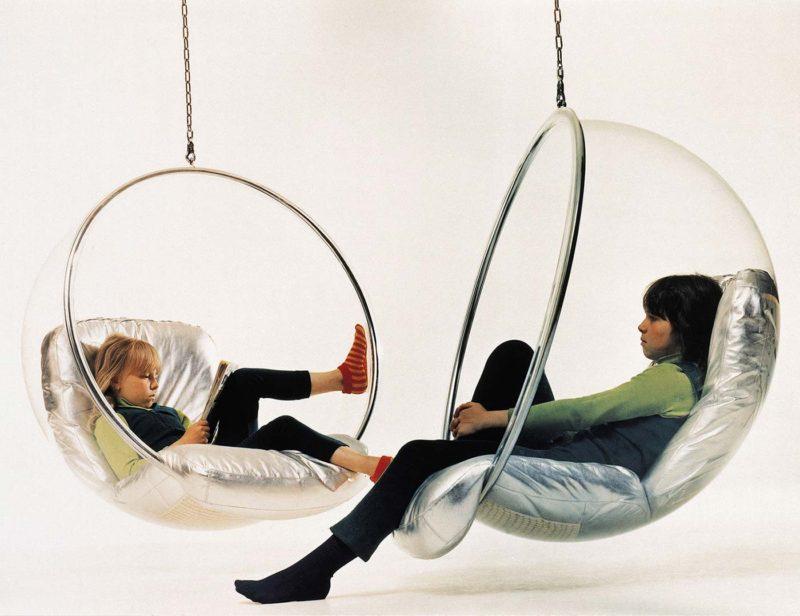 Fauteuil suspendu bulle Bubble chair par Eero aarnio