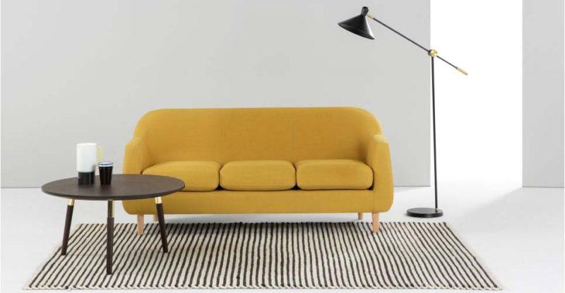 Canapé jaune moutarde