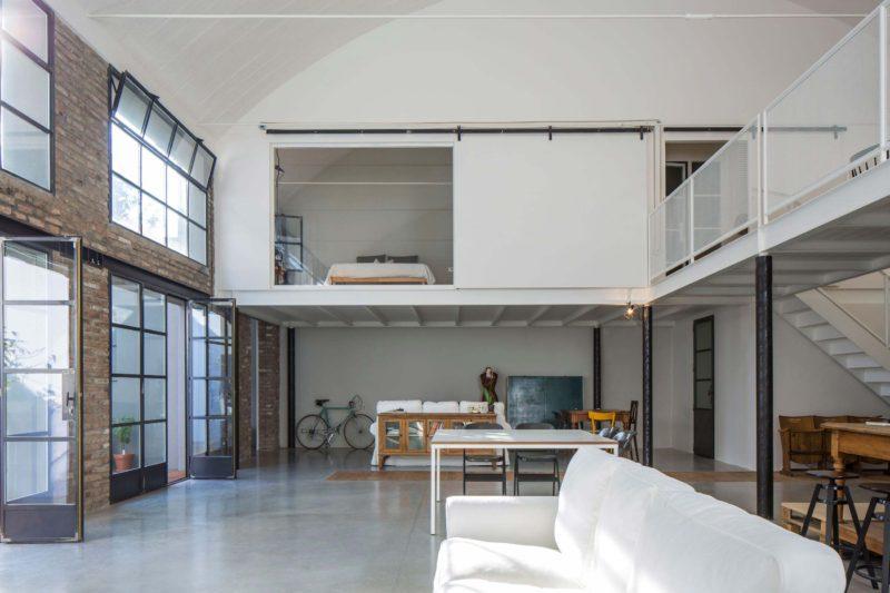 Atelier transformé en loft à Bologne