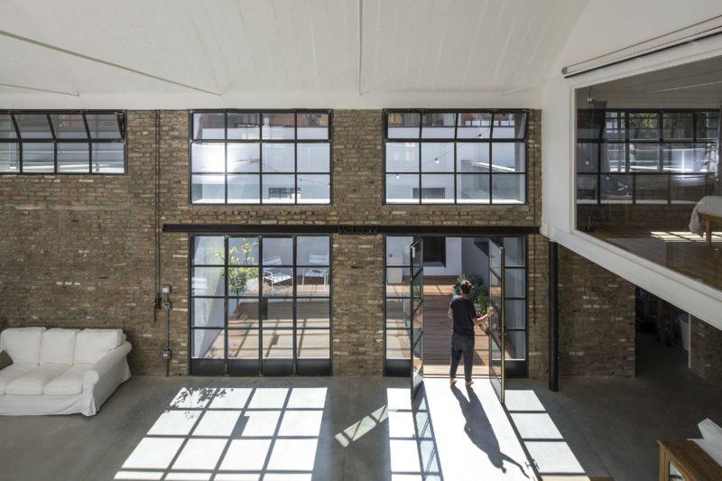 Loft avec grandes baies vitrées