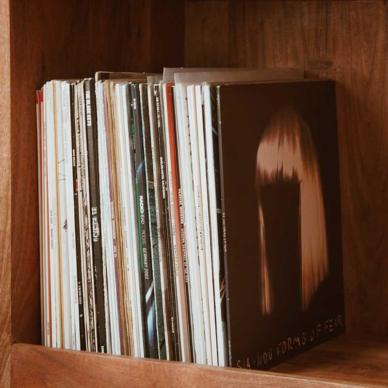 Meuble étagère vinyle en bois